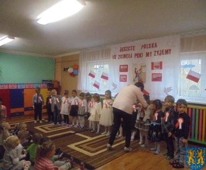 Przedszkolaki uczciły Święto Niepodległości (1)