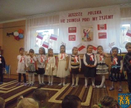 Przedszkolaki uczciły Święto Niepodległości (2)