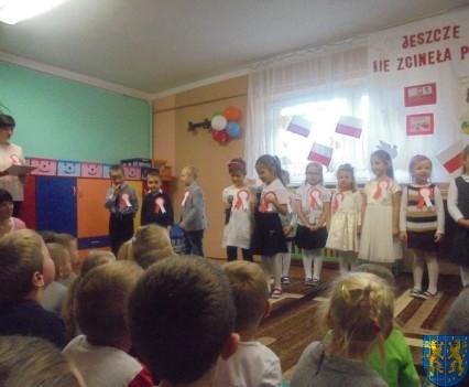 Przedszkolaki uczciły Święto Niepodległości (3)