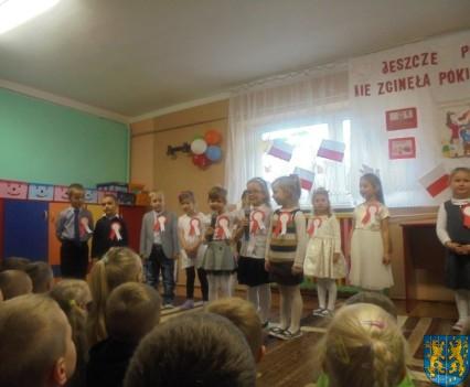 Przedszkolaki uczciły Święto Niepodległości (4)