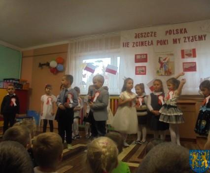 Przedszkolaki uczciły Święto Niepodległości (5)