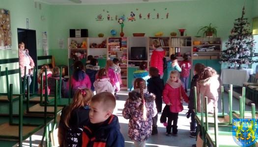 Przedszkolaki poszły do szkoły
