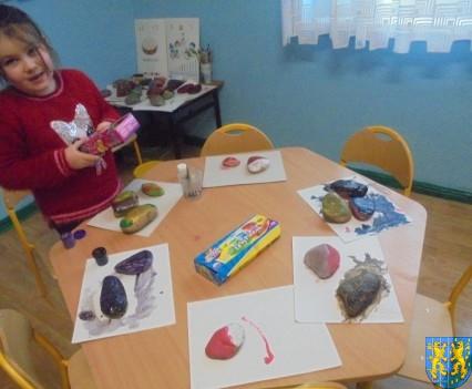 Malowanie kamieni zabawa dla małych artystów (10)