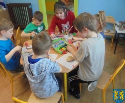 Malowanie kamieni zabawa dla małych artystów (6)