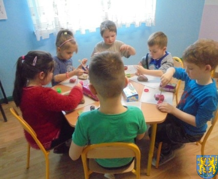 Malowanie kamieni zabawa dla małych artystów (9)
