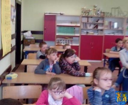 Bajkowe skrzaty z Baśniowej Krainy z wizytą w Szkole Podstawowej nr 1 (12)