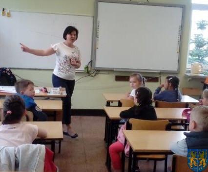 Bajkowe skrzaty z Baśniowej Krainy z wizytą w Szkole Podstawowej nr 1 (2)