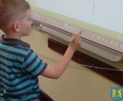 Bajkowe skrzaty z Baśniowej Krainy z wizytą w Szkole Podstawowej nr 1 (23)