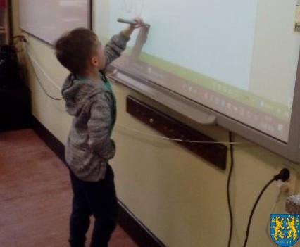 Bajkowe skrzaty z Baśniowej Krainy z wizytą w Szkole Podstawowej nr 1 (27)