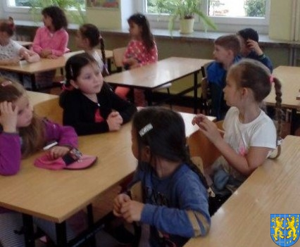 Bajkowe skrzaty z Baśniowej Krainy z wizytą w Szkole Podstawowej nr 1 (28)
