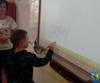 Bajkowe skrzaty z Baśniowej Krainy z wizytą w Szkole Podstawowej nr 1 (6)