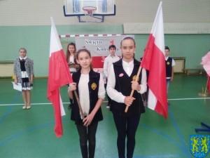 Biały orzeł na niebie czerwonym i białoczerwona flaga (3)