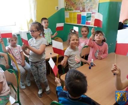 Lekcja patriotyzmu wśród przedszkolaków (10)