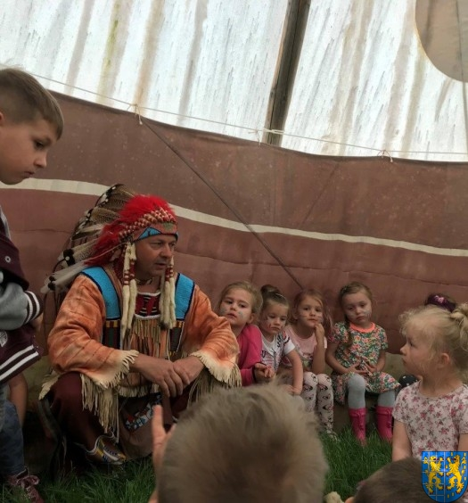 Przedszkolna wycieczka do Wioski Indiańskiej (2)