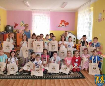 Przedszkolaki pięknie malują (42)