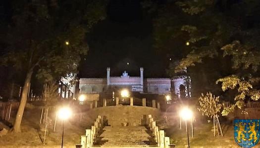 Pałac Marianny Orańskiej widziany nocą