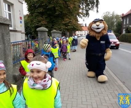 Przedszkolaki z Baśniowej Krainy na spotkaniu z Komisarzem Lwem (2)