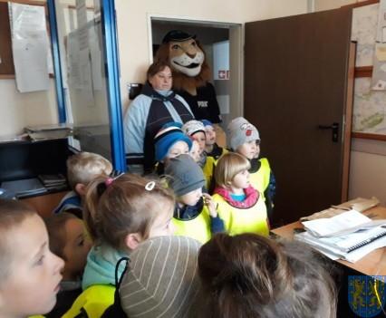 Przedszkolaki z Baśniowej Krainy na spotkaniu z Komisarzem Lwem (31)