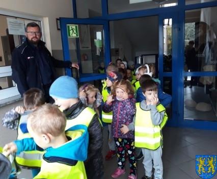Przedszkolaki z Baśniowej Krainy na spotkaniu z Komisarzem Lwem (32)