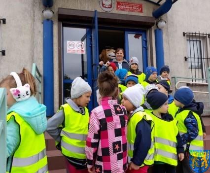 Przedszkolaki z Baśniowej Krainy na spotkaniu z Komisarzem Lwem (33)