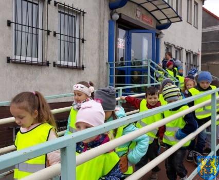 Przedszkolaki z Baśniowej Krainy na spotkaniu z Komisarzem Lwem (34)