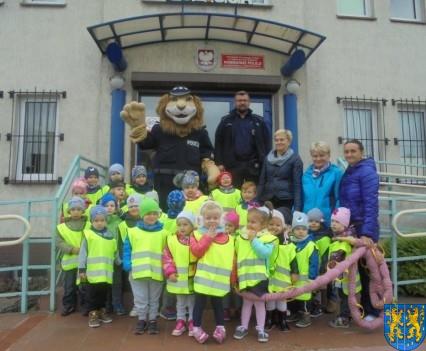 Przedszkolaki z Baśniowej Krainy na spotkaniu z Komisarzem Lwem (45)