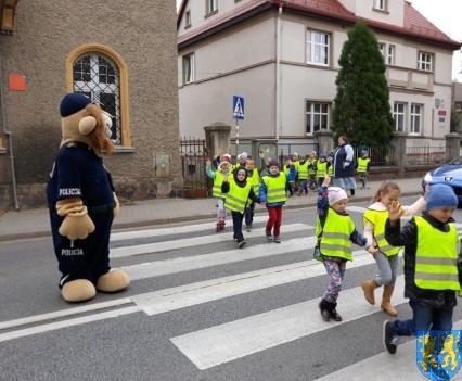 Przedszkolaki z Baśniowej Krainy na spotkaniu z Komisarzem Lwem (5)
