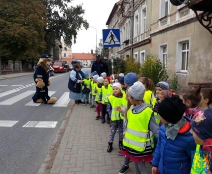 Przedszkolaki z Baśniowej Krainy na spotkaniu z Komisarzem Lwem (7)