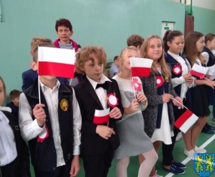 Rekord dla Niepodległej w Szkole Podstawowej nr 2 im Papieża Jana Pawła II (13)