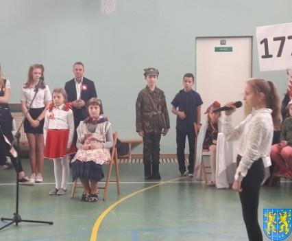 Rekord dla Niepodległej w Szkole Podstawowej nr 2 im Papieża Jana Pawła II (23)