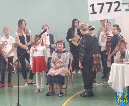 Rekord dla Niepodległej w Szkole Podstawowej nr 2 im Papieża Jana Pawła II (28)