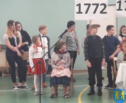 Rekord dla Niepodległej w Szkole Podstawowej nr 2 im Papieża Jana Pawła II (29)