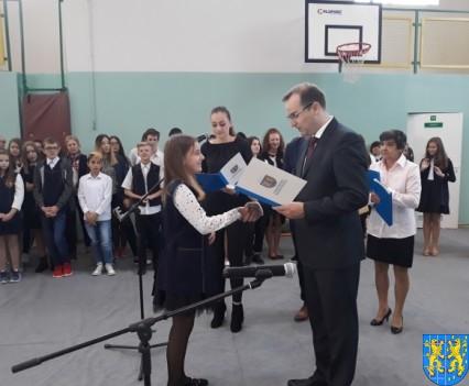Stypendia Wójta Gminy Kamieniec Ząbkowicki dla uczniów kamienieckiej Dwójki (1)