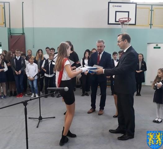Stypendia Wójta Gminy Kamieniec Ząbkowicki dla uczniów kamienieckiej Dwójki (11)