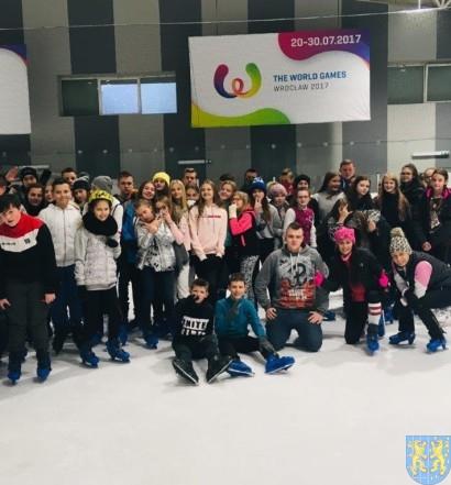 Doskonalą umiejętności łyżwiarskie (2)