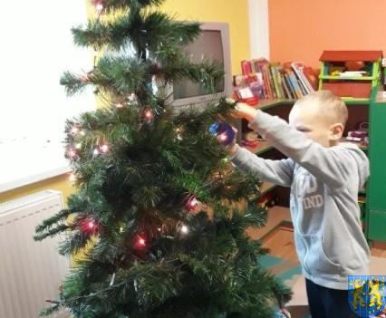 Ubieramy bożonarodzeniową choinkę (2)