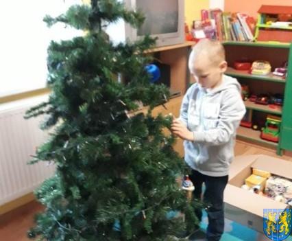 Ubieramy bożonarodzeniową choinkę (3)