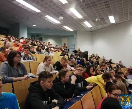 Młodzi z Kamieńca we Wrocławiu poznają naukowe odkrycia_02