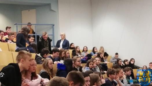 Młodzi z Kamieńca we Wrocławiu poznają naukowe odkrycia