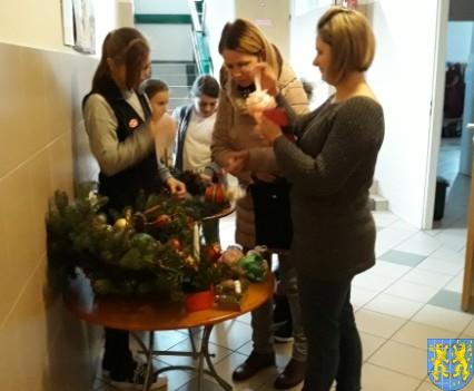 Szkolny kiermasz bożonarodzeniowy (7)