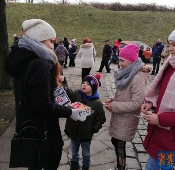 Uczniowie kamienieckiej Dwójki wolontariuszami WOŚP 2019_2