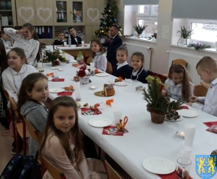 Wigilijne serdeczności w Szkole Podstawowej nr 2 im Papieża Jana Pawła II (10)