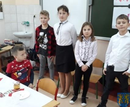 Wigilijne serdeczności w Szkole Podstawowej nr 2 im Papieża Jana Pawła II (11)