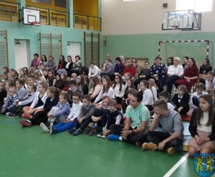 Wigilijne serdeczności w Szkole Podstawowej nr 2 im Papieża Jana Pawła II (2)