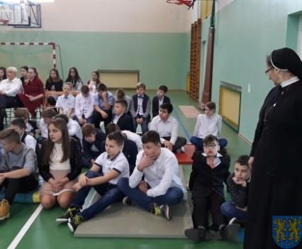 Wigilijne serdeczności w Szkole Podstawowej nr 2 im Papieża Jana Pawła II (5)