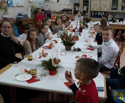 Wigilijne serdeczności w Szkole Podstawowej nr 2 im Papieża Jana Pawła II (7)