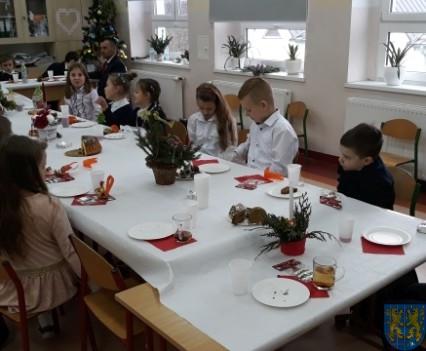 Wigilijne serdeczności w Szkole Podstawowej nr 2 im Papieża Jana Pawła II (9)