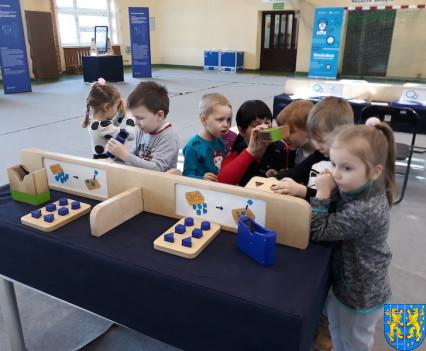 Przedszkolaki w Naukobusie10