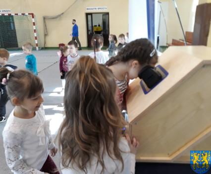 Przedszkolaki w Naukobusie8