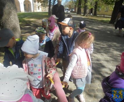 Przedszkolaki uwielbiają spacery24